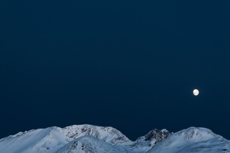 Ushuaia, night, TierradelFuego - izharmero | ello