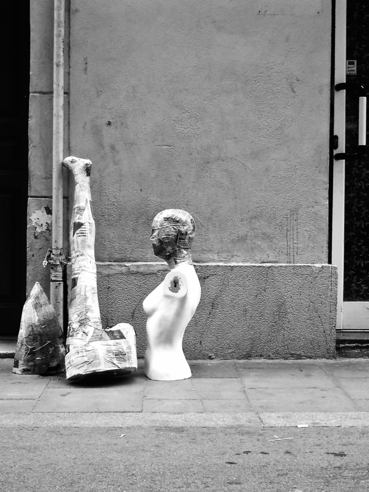 LEI LUI - streetlife, blackandwhite - noemilzn | ello