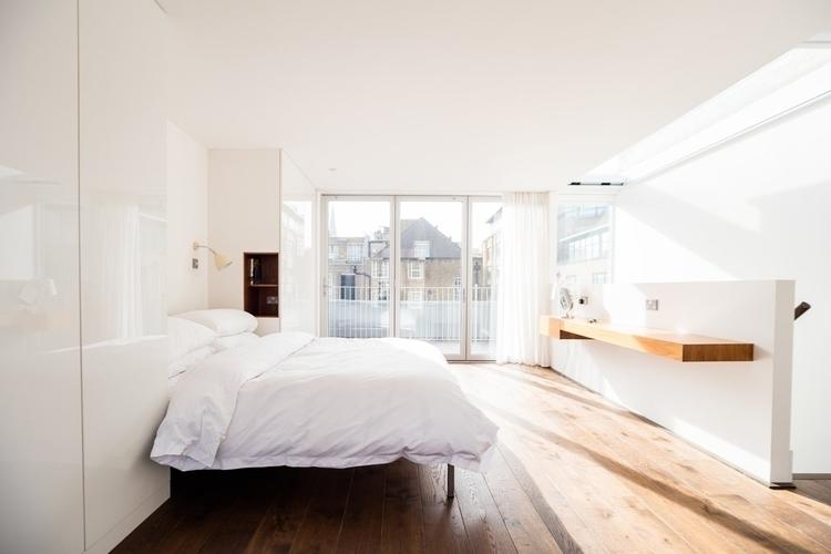 Sunny loft bedroom. Home artist - upinteriors | ello