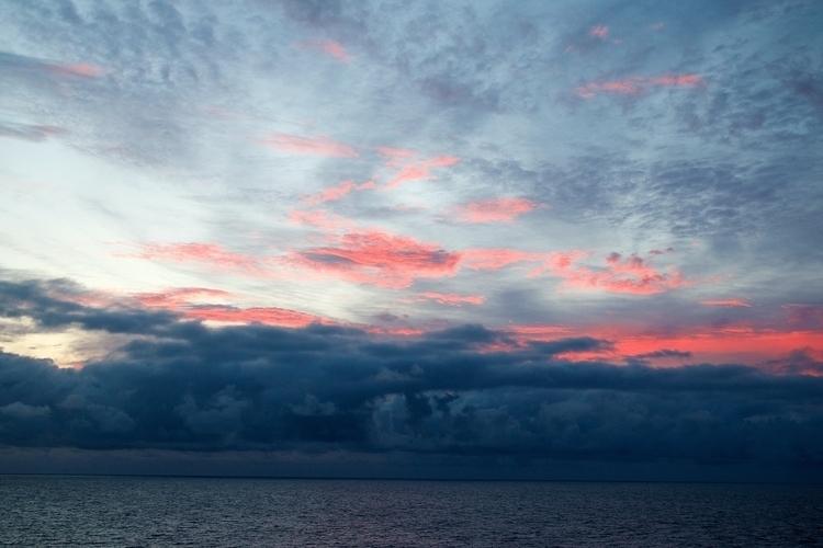 sky burning! (North sea - faest0 | ello