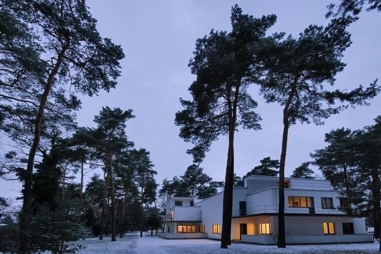 Masters' Houses Bauhaus buildin - bauhaus-movement | ello