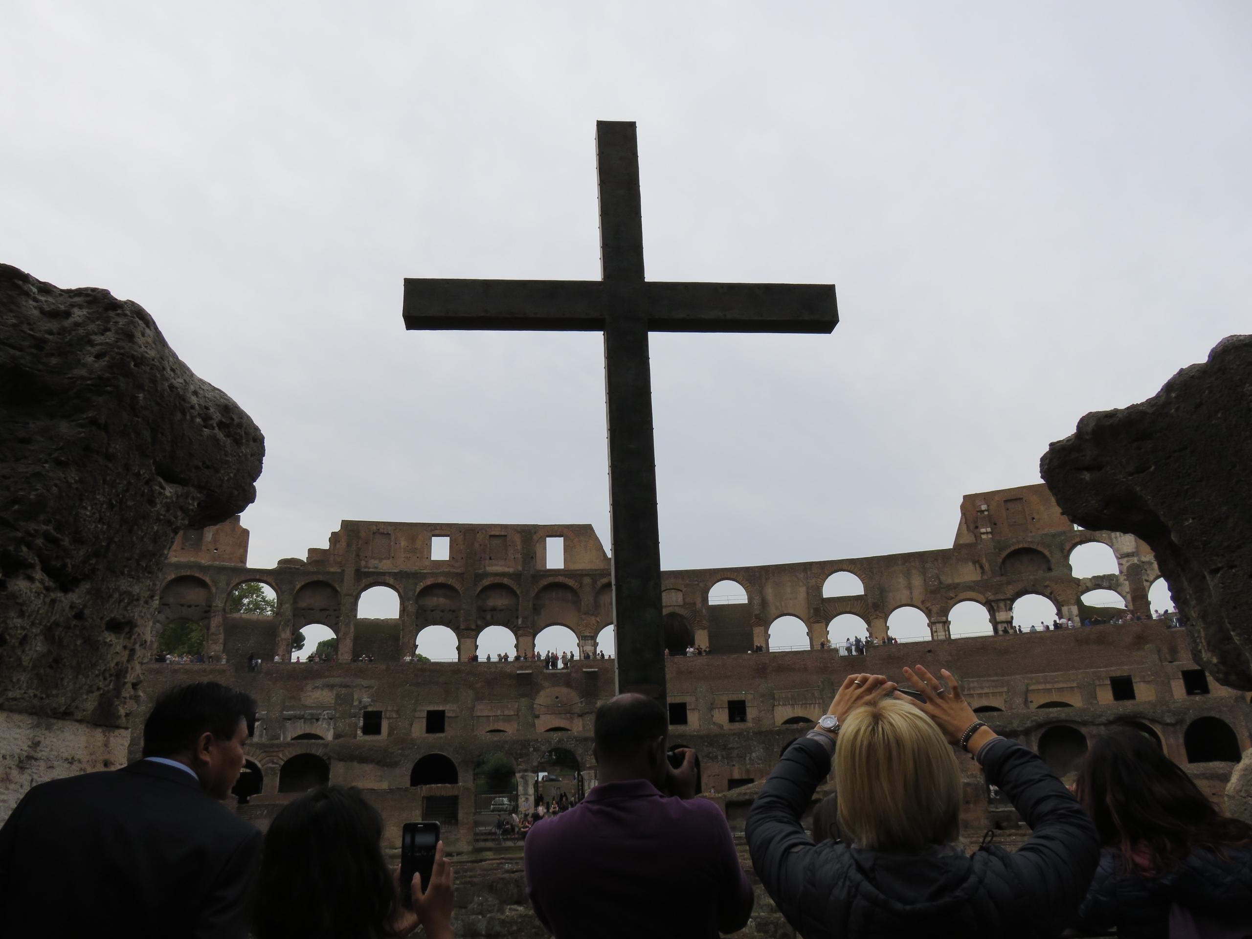 cross - Colosseum, Rome,, Italy. - sanftekuss | ello