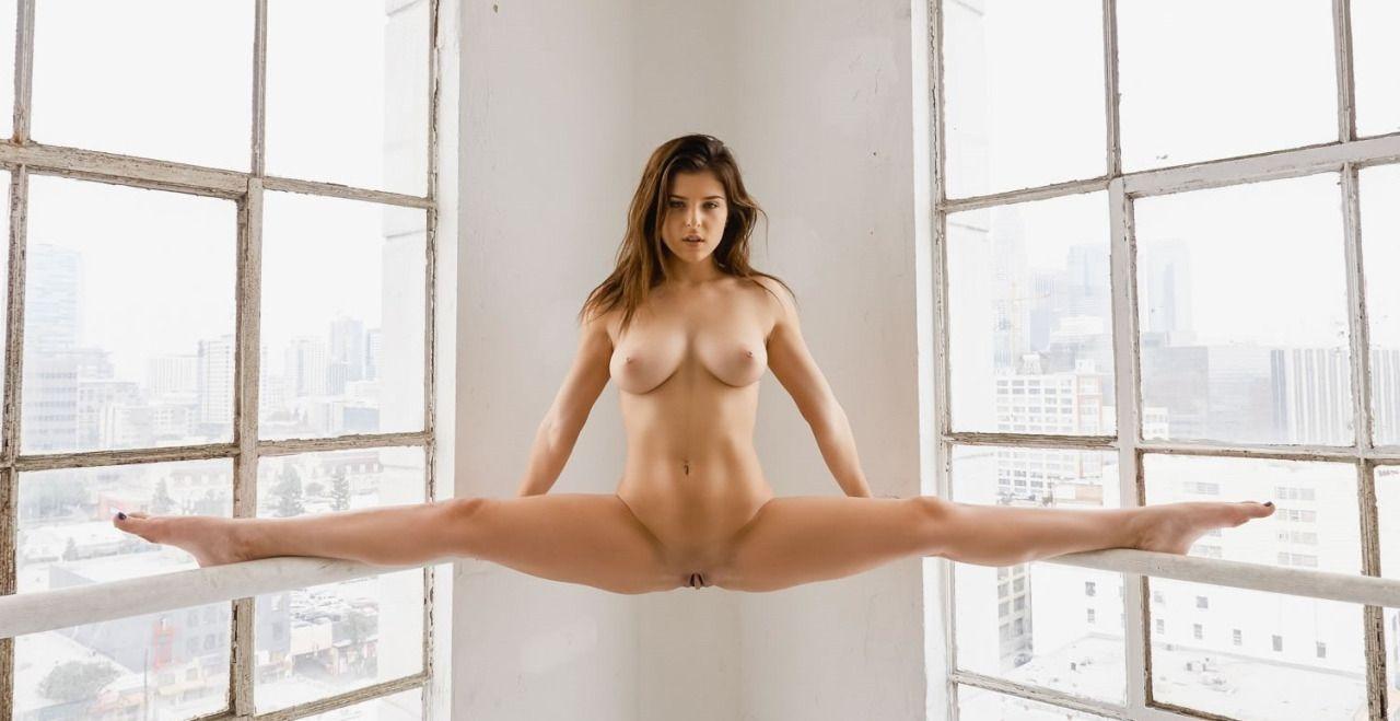 brunette, tits, naked, nude, split - ukimalefu | ello