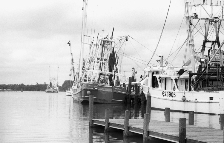 shrimpers Oriental, NC - analog - flaneurity | ello