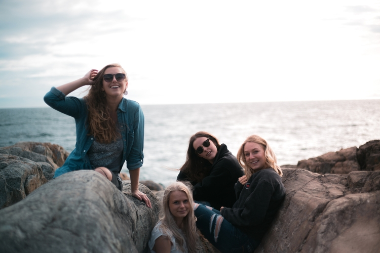 Lost waves Lara, Taylor, Kenzie - kirschhhh | ello