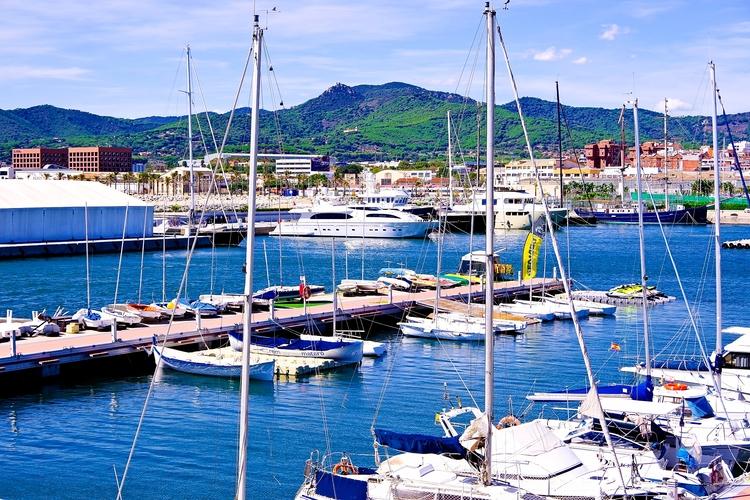 Small, big bigger Port Mataró - port - finikos | ello