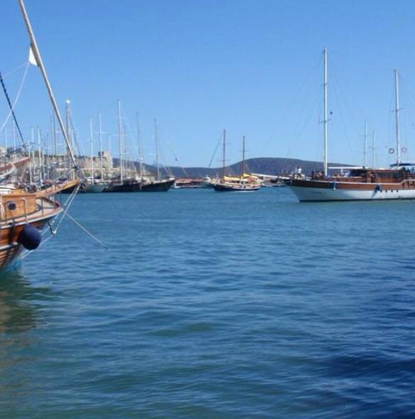 Boats water, picture April Malm - aprilmalmsteen   ello