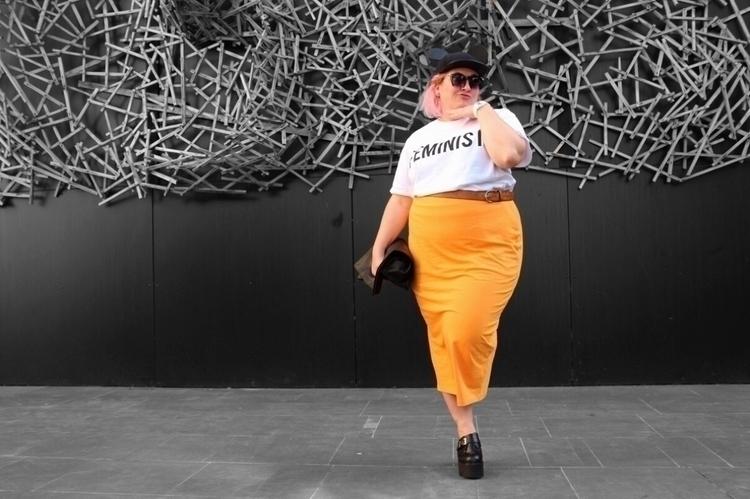 post blog  - GirlBoss, plusize, streetstyle - andgodcreatedelvis | ello