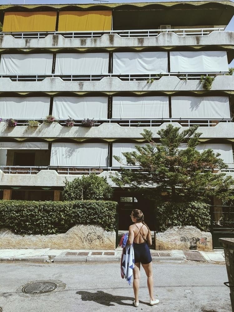moment admire retro architectur - oresti | ello