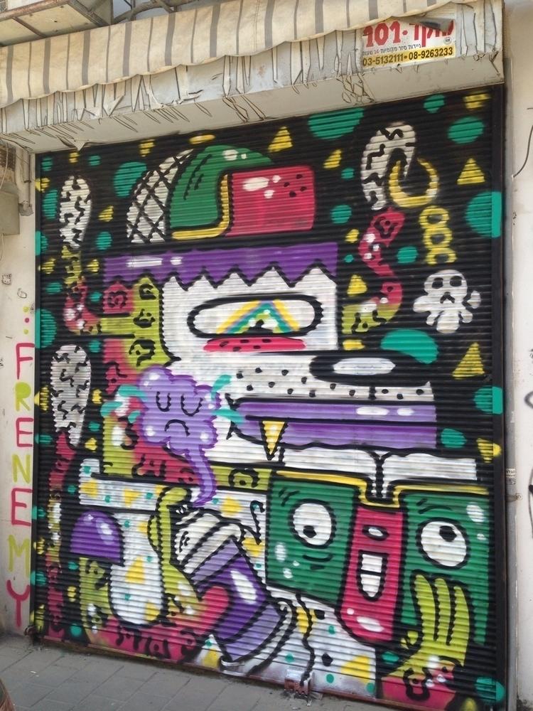 Spray dog reads graffiti dummie - frenemy | ello