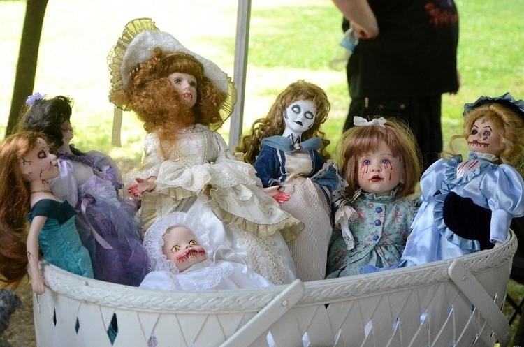 **1043**. spotted dolls [Pagan  - moosedixon   ello