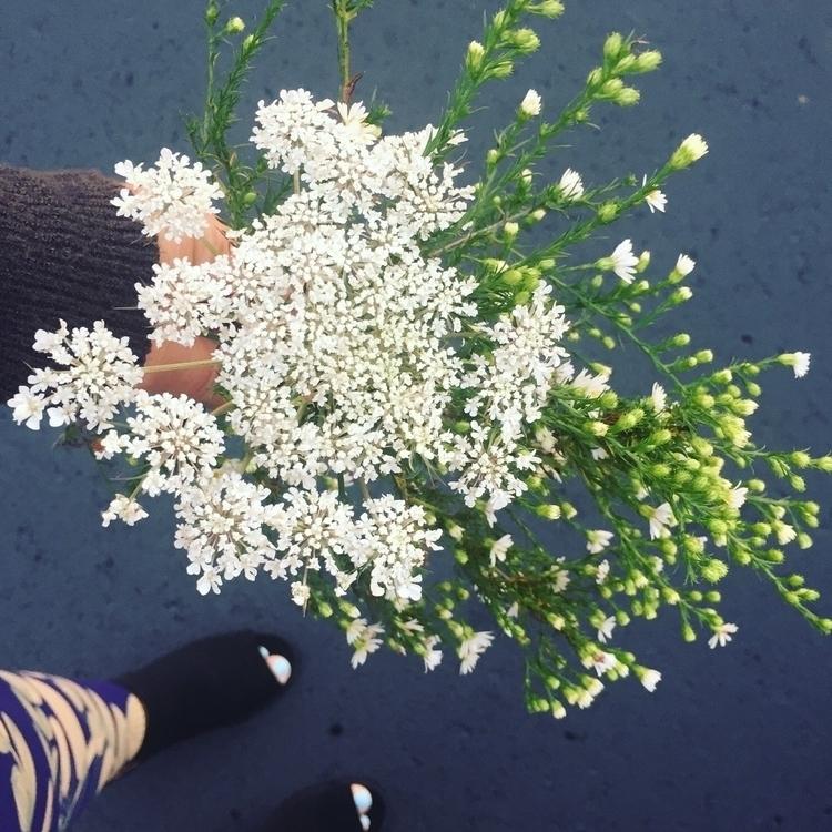 roadside bouquet desk  - onmywaytowork - sandramarie | ello