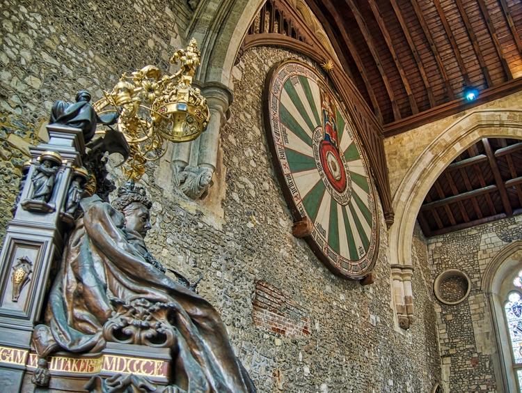 Table - statue Queen Victoria s - neilhoward | ello