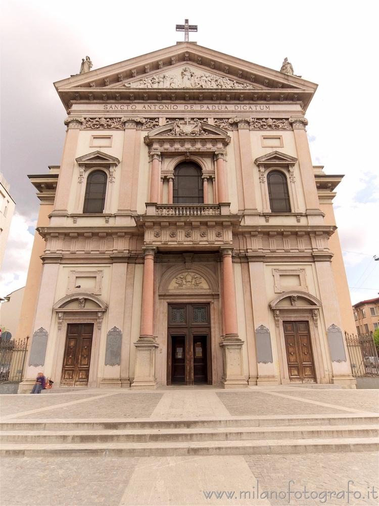 Milan (Italy): Neolaterenaissan - milanofotografo | ello