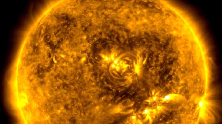 «corazón» aparece en el Sol: ¿U - codigooculto | ello