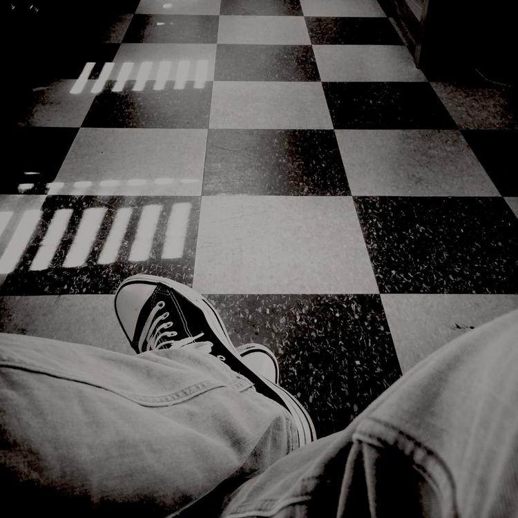 guy waiting lovely girlfriend s - novoselec | ello