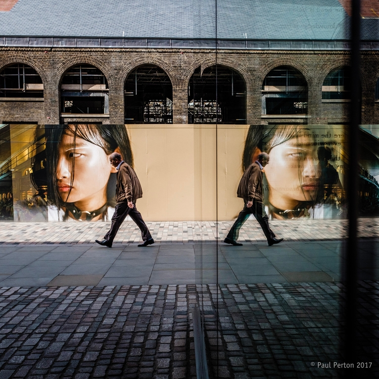 passing, Kings Cross. Street sh - paulperton | ello