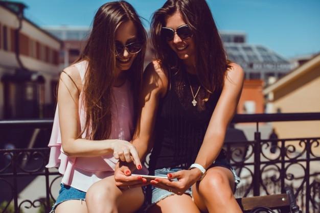 Girls - sunglasses, girls, fashion - anitaraj   ello