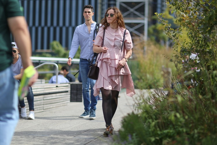 **High Line** woman High Line - nyc - kevinrubin | ello
