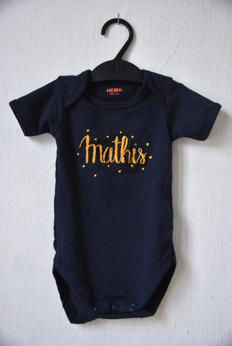 newborn star Mathis - handembroidery - sienie | ello