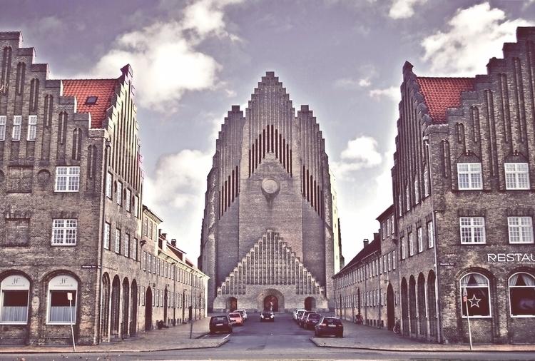 Grundtvigs Kirke ~ avant-garde  - esfir | ello