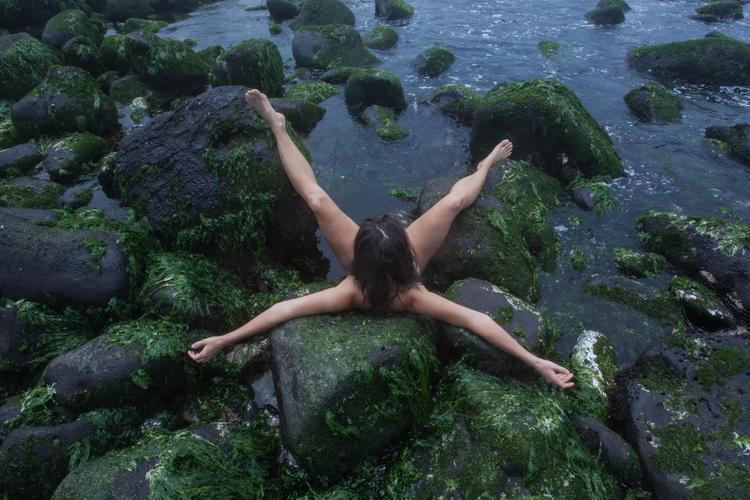 woman - starfish, galapagos - anahellphotography | ello