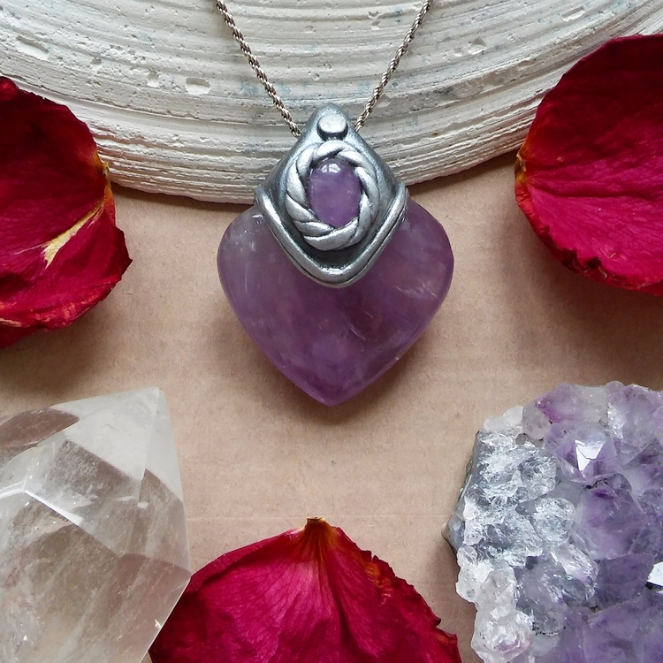 Check handmade amethyst heart n - thegarnetmaiden | ello