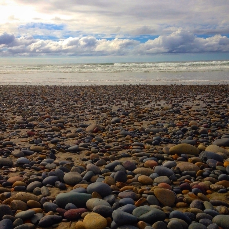 stones beach, lives touch makin - alexgzarate   ello