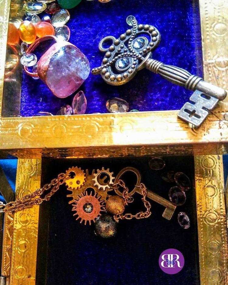 peak Rhiannon Jewelry box desig - rhiannonb | ello