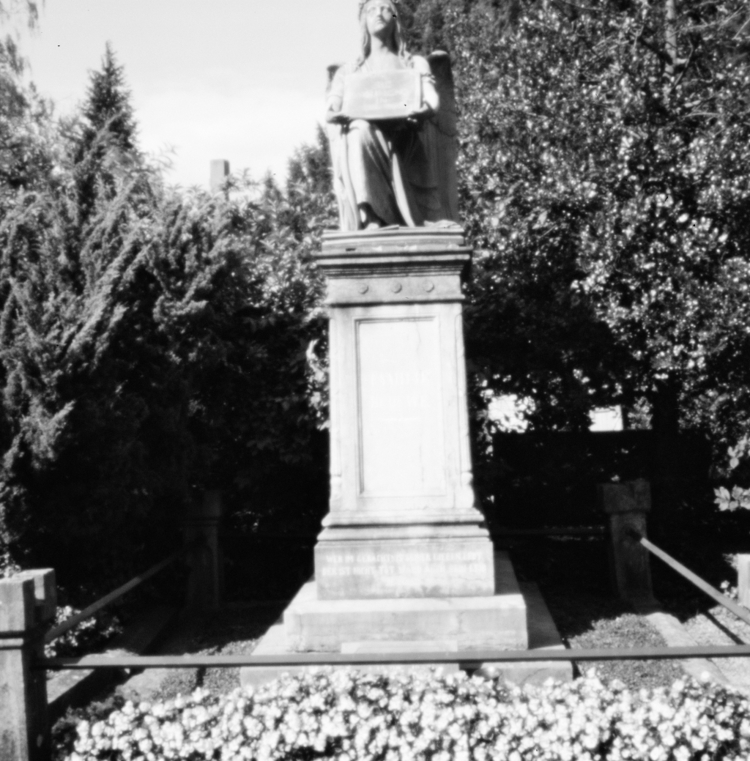 Ostfriedhof XIII - Pinhole Phot - walter_ac | ello