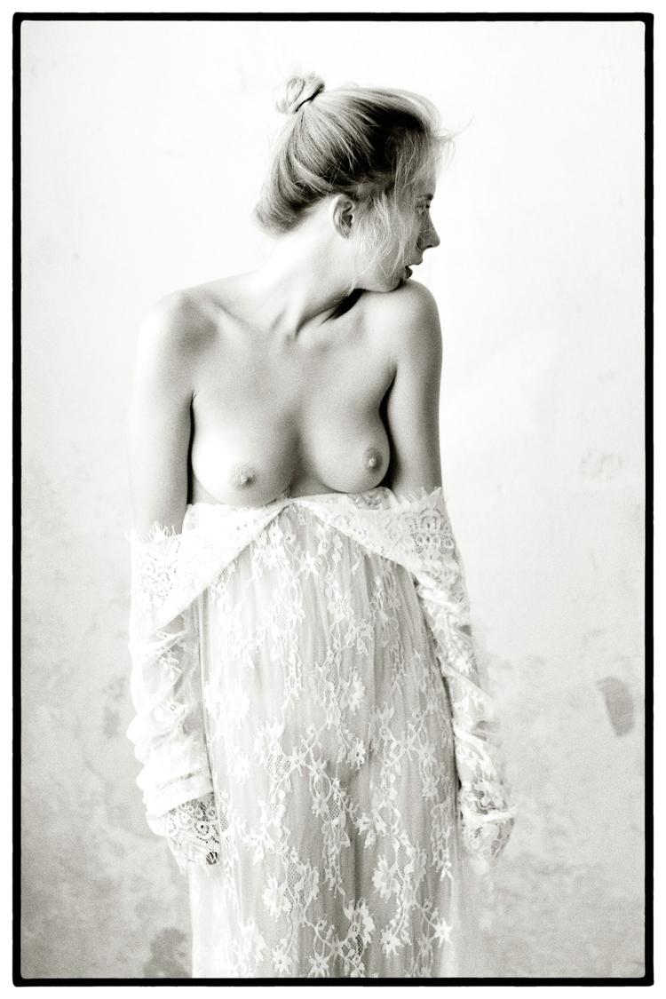 Model: Nika Breathing - stevelease | ello