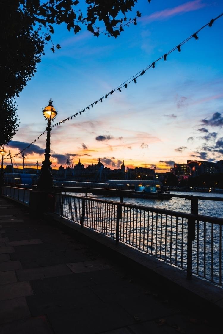 // LONDON, UK days London short - maxiambrunnen   ello