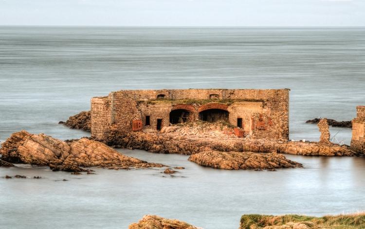 Fort Homeaux Florains Alderney  - neilhoward | ello