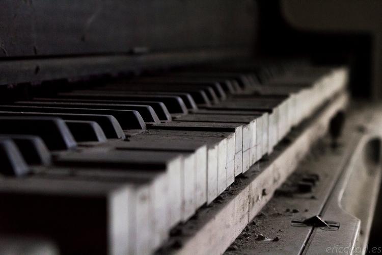 abandoned, Kentucky, ruin, acoustic - dead_splicer   ello