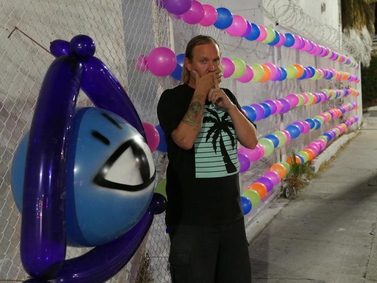 talking - damienhirst, balloonart - balloonski | ello