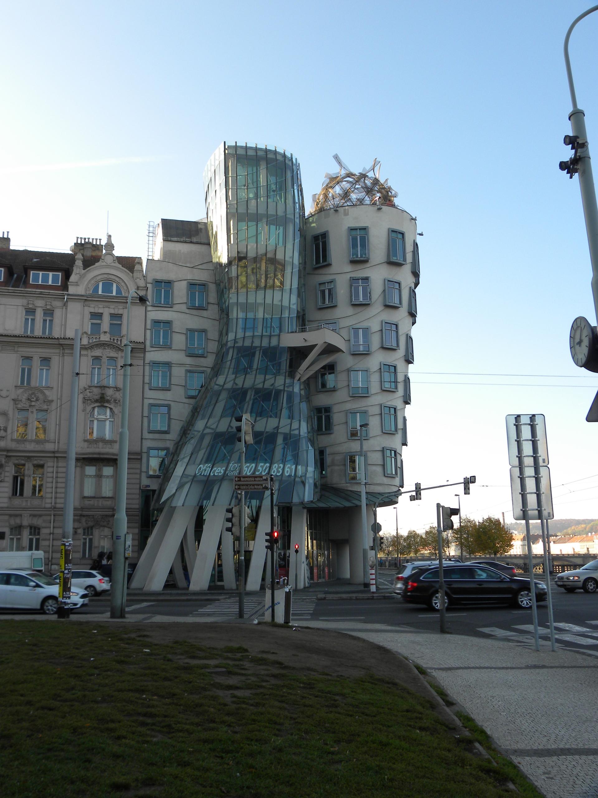 Prag VII Das tanzende Haus (Fra - eatious | ello