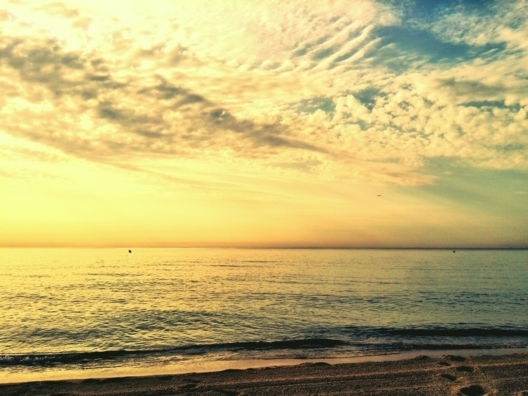 badalona, sunrise, sea, beach - this_game_has_no_name | ello