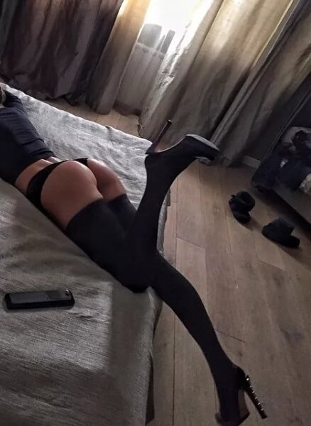 hold private broadcasts webcam - elena99 | ello