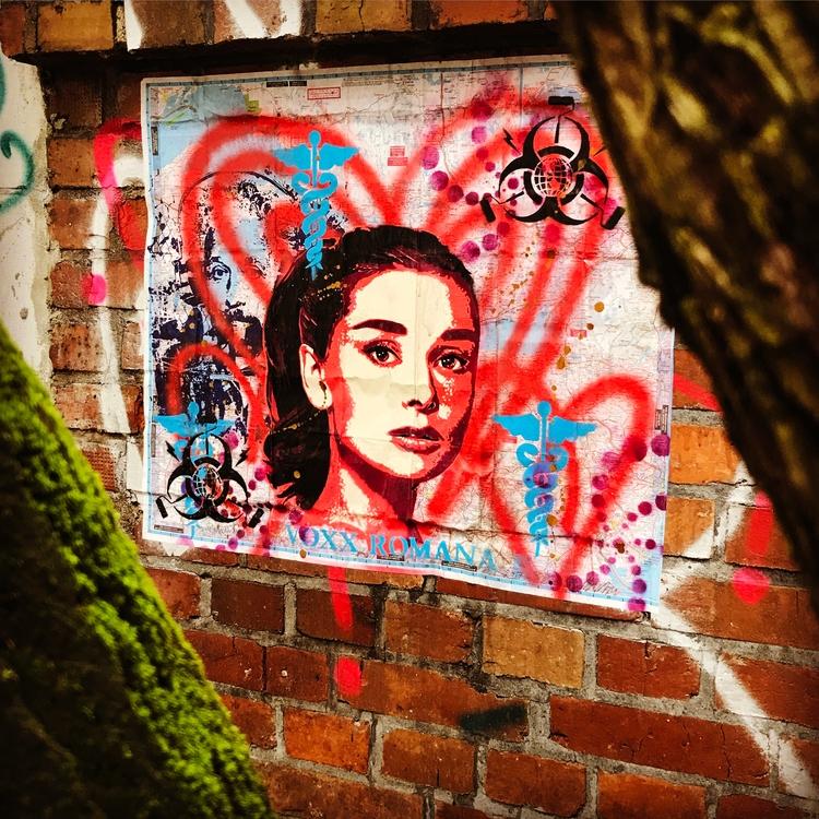 Berlin street art - Voxx Romana - voxxromana | ello