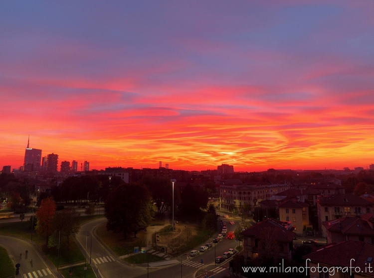 Milan (Italy): Sunset city apar - milanofotografo | ello
