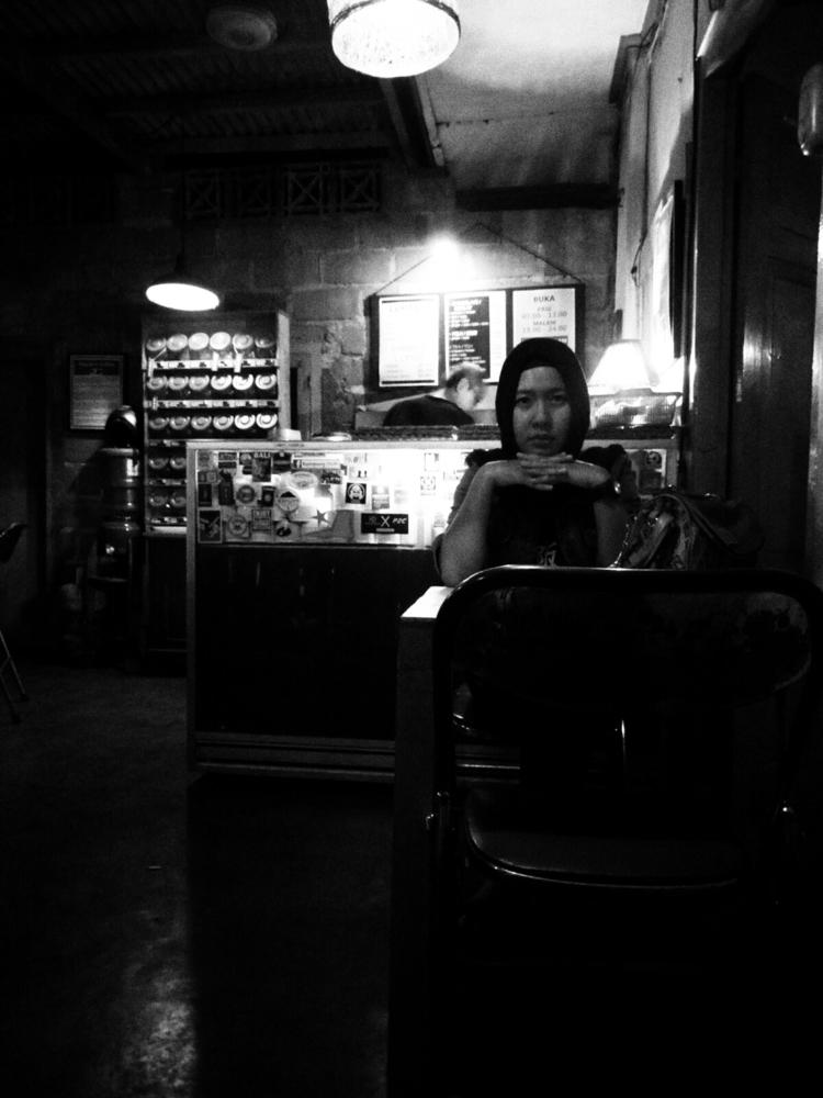 waiting man - blackandwhite, photo - uvha | ello