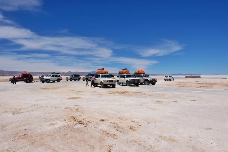 Der Salar de Uyuni. Es gibt gen - weltfarben | ello