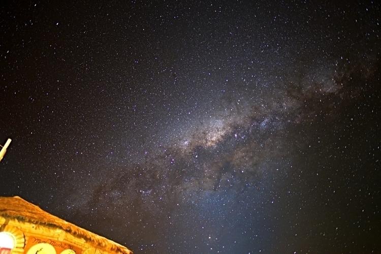 Die Milchstraße über unserer Er - weltfarben | ello