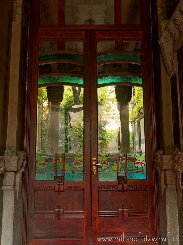 Milan (Italy): Colored glass ar - milanofotografo | ello