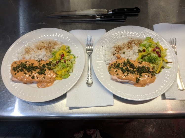 Steamed salmon, sauce choron, g - storandelli | ello