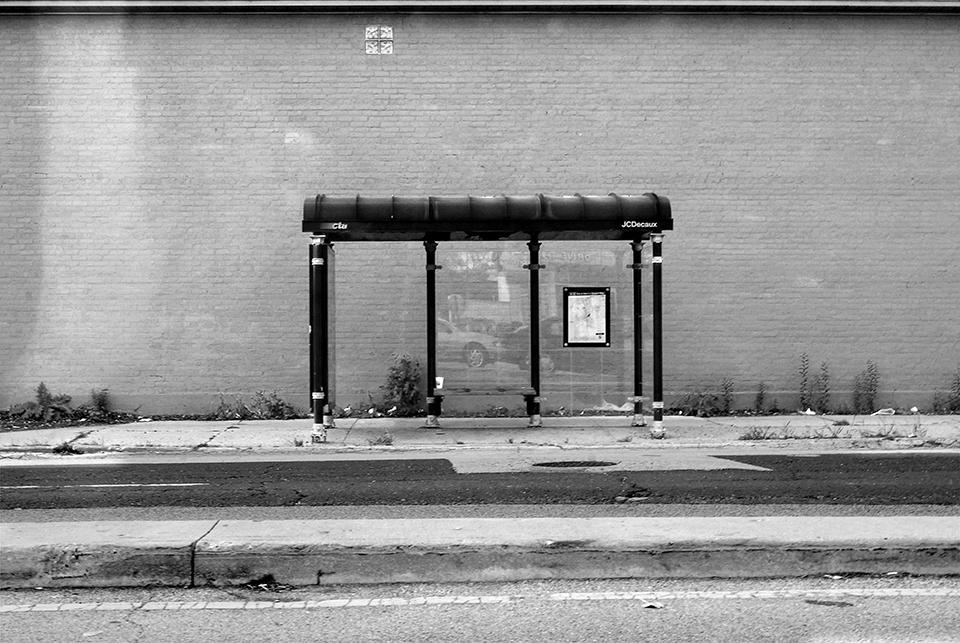 CTA bus stop, SE corner Lincoln - photostatguy | ello