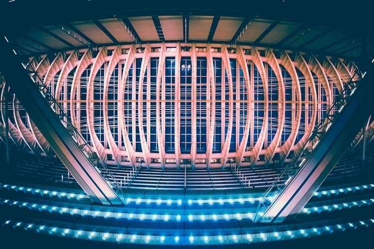 Staring roof Tokyo Internationa - fokality | ello