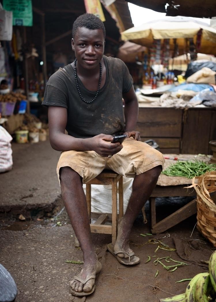 carrier Sandaga market Douala C - julien_dju | ello
