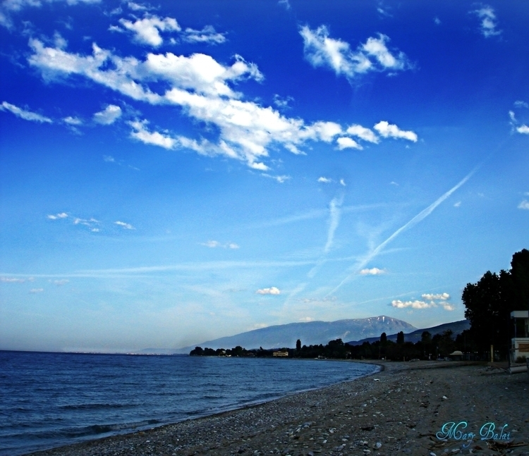 Sunny, happy day - photography, clouds - mairoularissa | ello