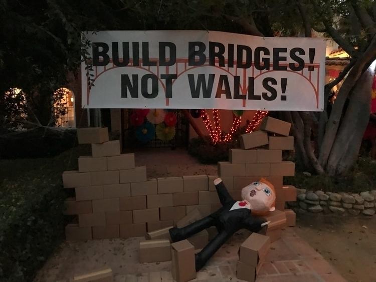 buildbridgesnotwalls, DumpTrump - burntbeans | ello